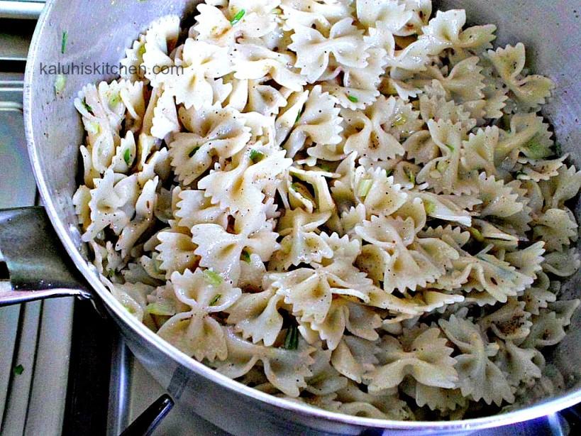 farfalle stir fry_spring onion and cumin seed farfalle stir fry_farfalle stir fry seasoned with black pepper