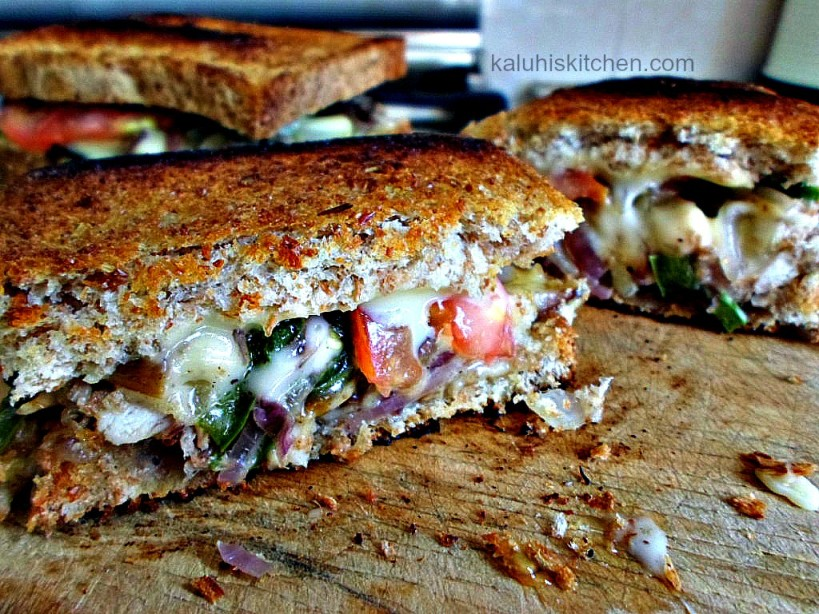 juicy chicken grilled cheese sandwich with richness of bell peppers and freshness of tomatoes make the best chicken grilled cheese sandwich