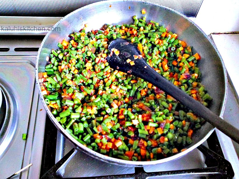 how t make the best french beans and carrots stir fry with tomatoes and pepper