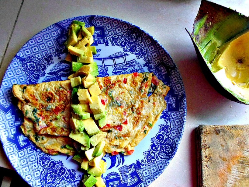 how to make an omelette alot more wholesome and delicious_best omelette recipe_avocado and sesame seed milky ommelette