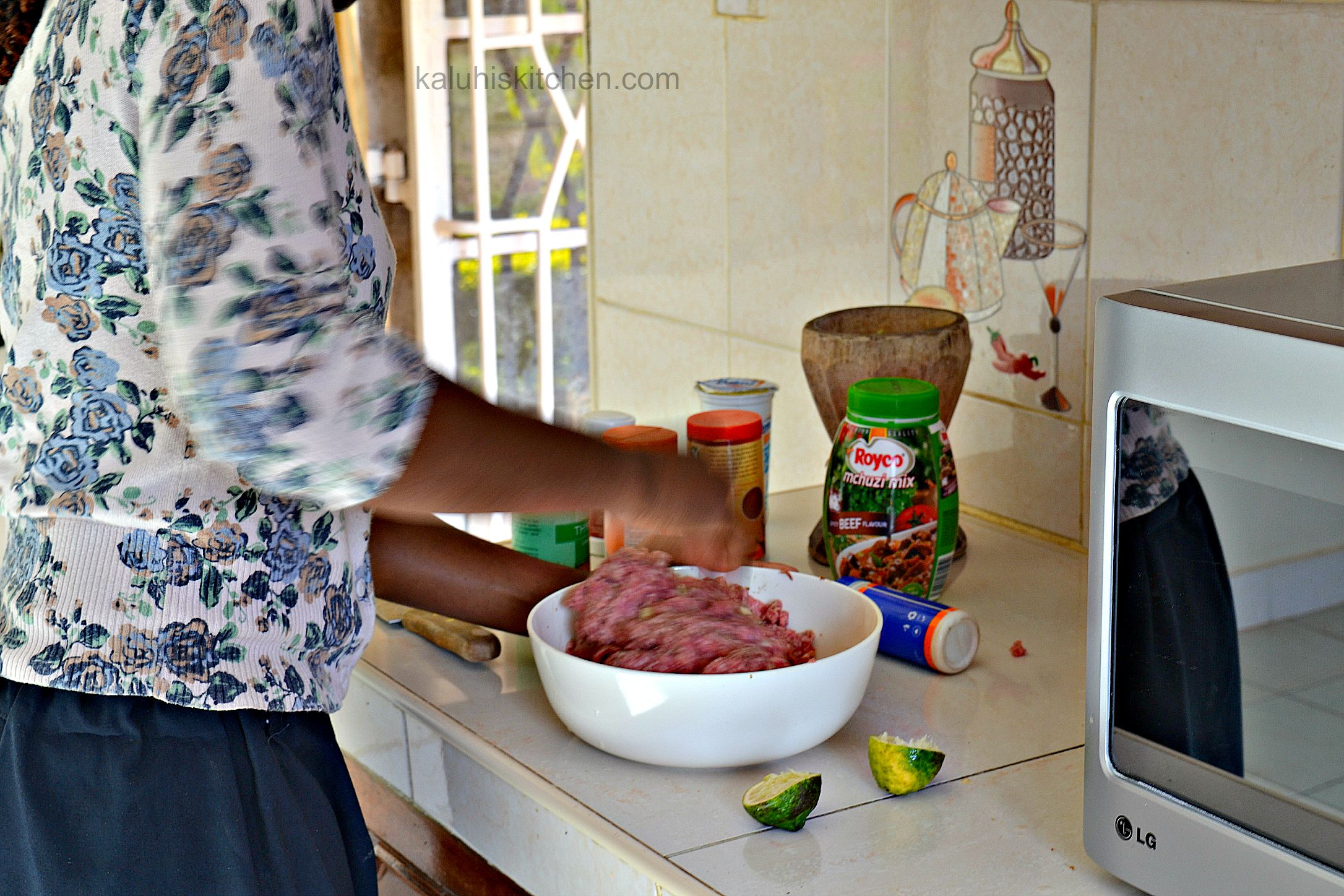 Kenyan food bloggers_mix the ingreditents evenly before proceeding to rolling up the balls_kaluhiskitchen.com