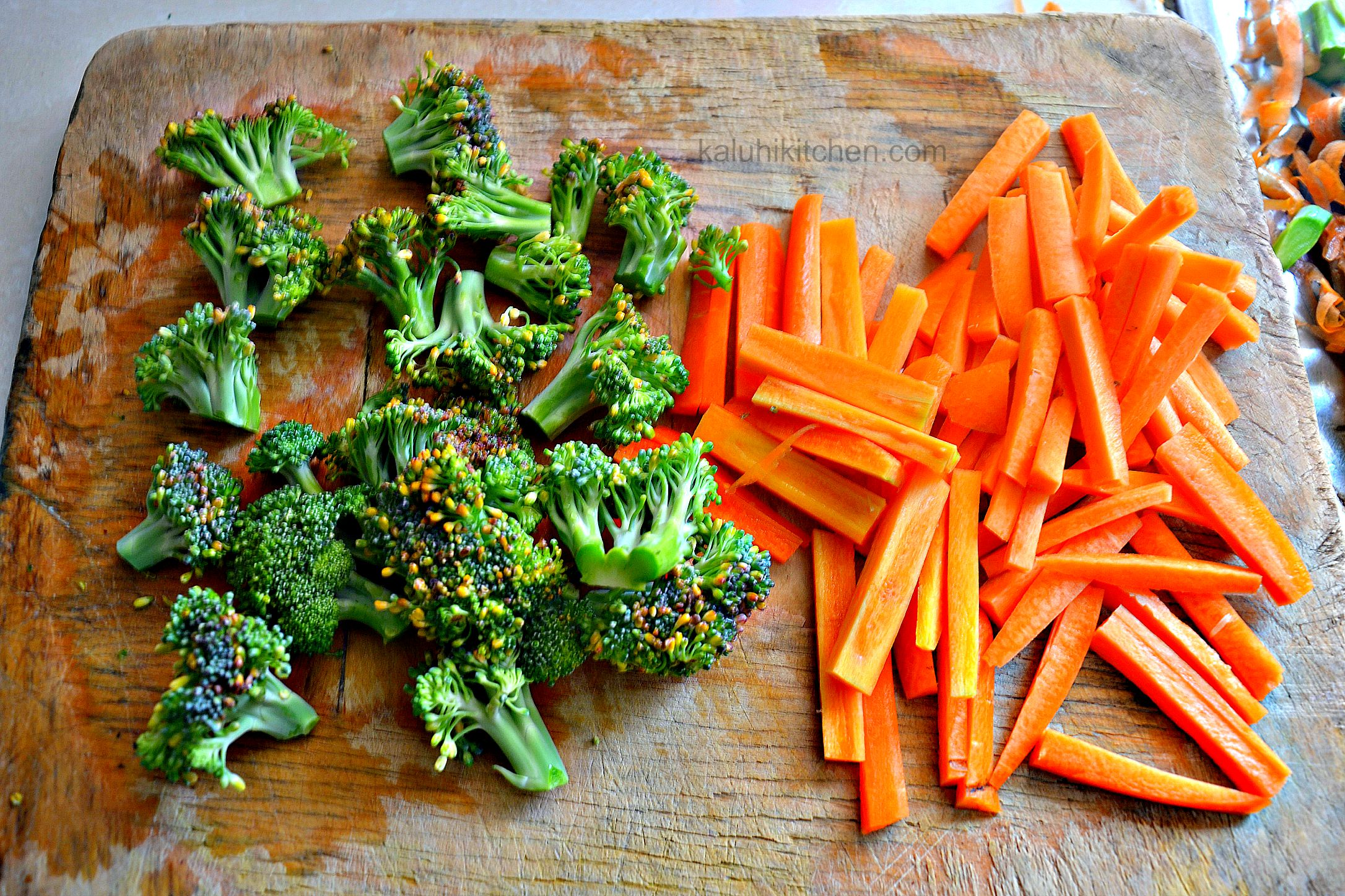 preparing fresh carrots and broccoli for steaming_the smaller you cut them up, the faster they will cook_kaluhiskitchen.com