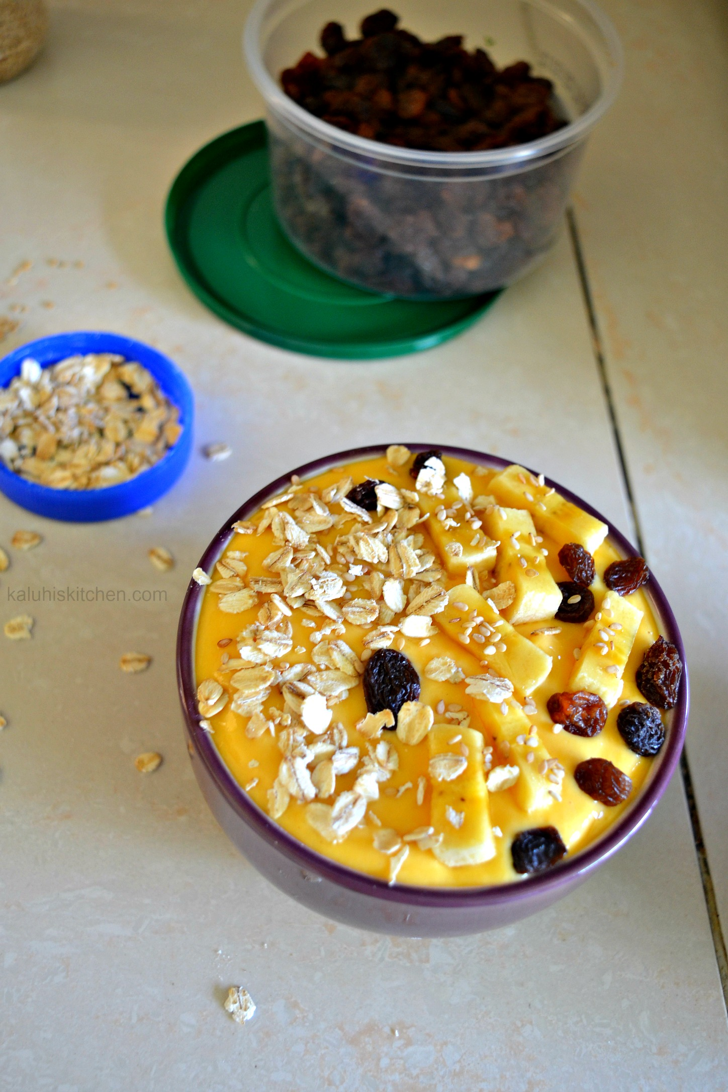 garnishing smootie bowl with a variety of superfoods makes this ideal for brunch or breakfast_mango smoothie bowl_kaluhiskitchen.com
